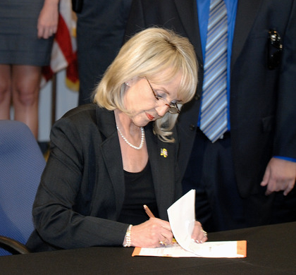 Jan Brewer pardons Fappy The Dolphin for masturbating in public